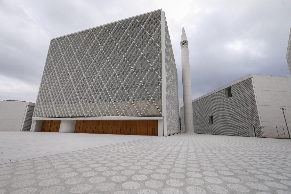 Sloveniyanın ilk məscidi görənləri heyran edir - Foto